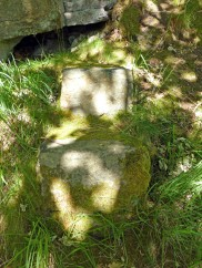 Eaves Wood stone seat